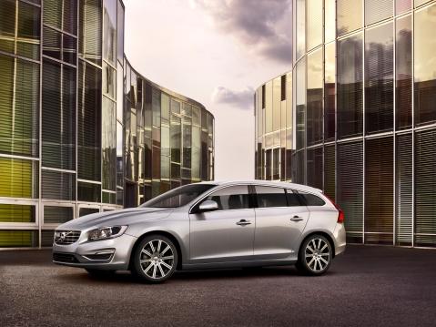 Volvo V70 Front 2 Hi Res